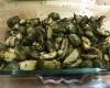 choux de bruxelles sortant du four avec des herbes et vinaigre balsamique