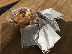 portions de snacks fruits secs et chocolat