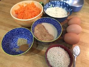 tous les ingrédients pour préparer un gâteau à la carotte